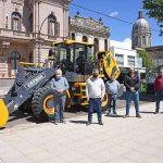 Presentación de una nueva pala cargadora adquirida gracias al aporte de los chivilcoyanos por un costo de $5.500.000